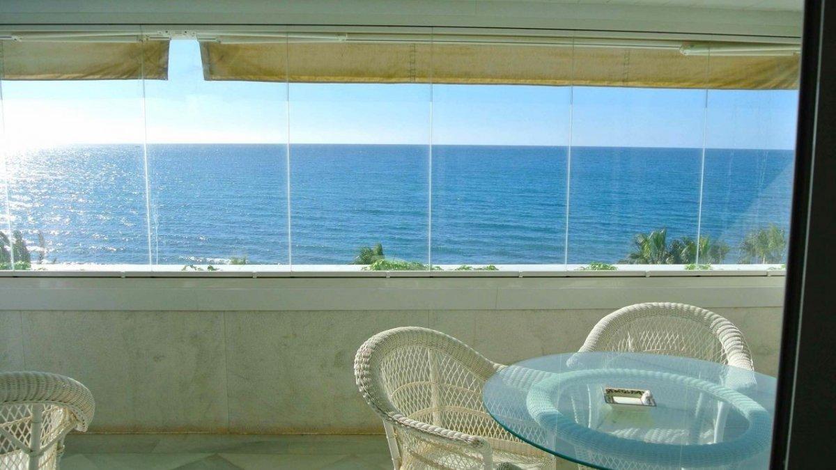Marina Mariola Marbella, Apartamento 2 dormitorios en fachada Sur, vista directa al mar.